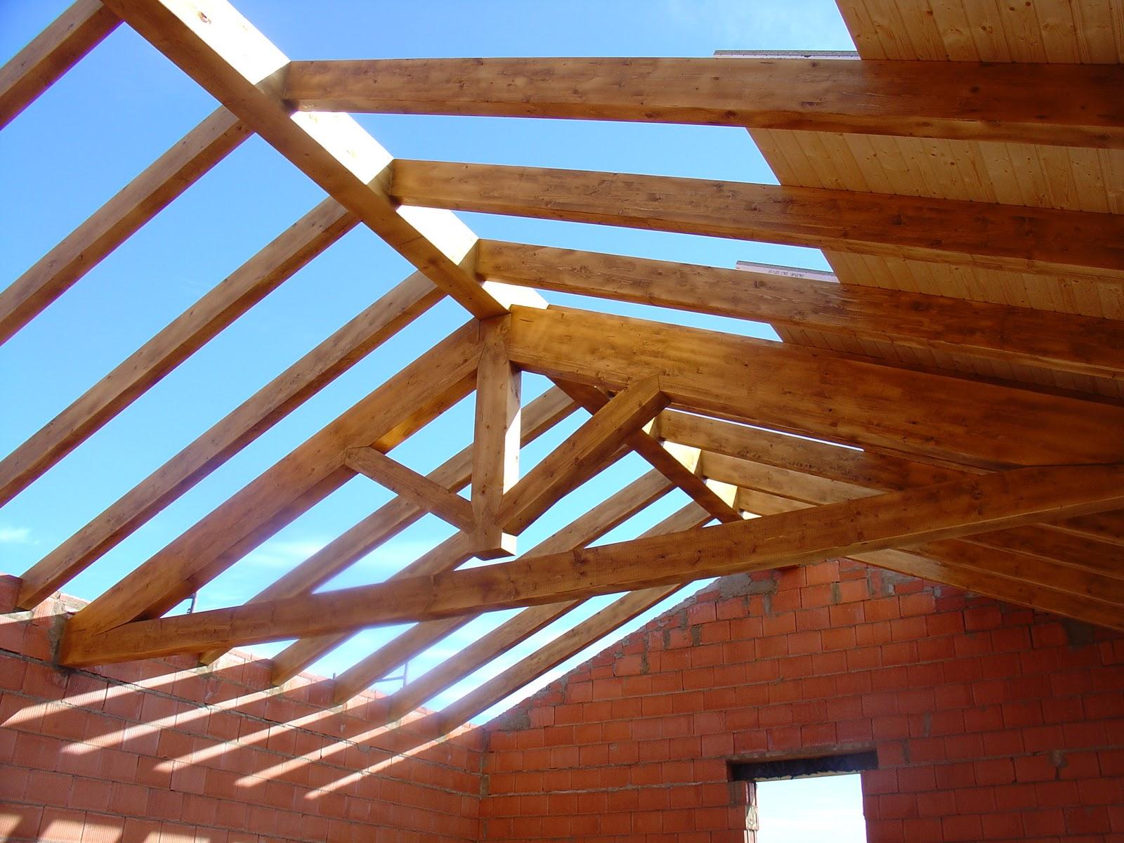 Pope carpinter a tradicional tejado de madera - Vigas de madera para tejados ...