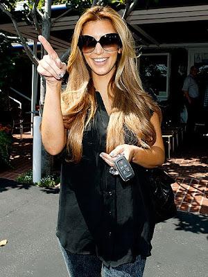 Kardashian  on Kim Kardashian New Locks Lighter Loks Kim Kardashian Blond Jpg