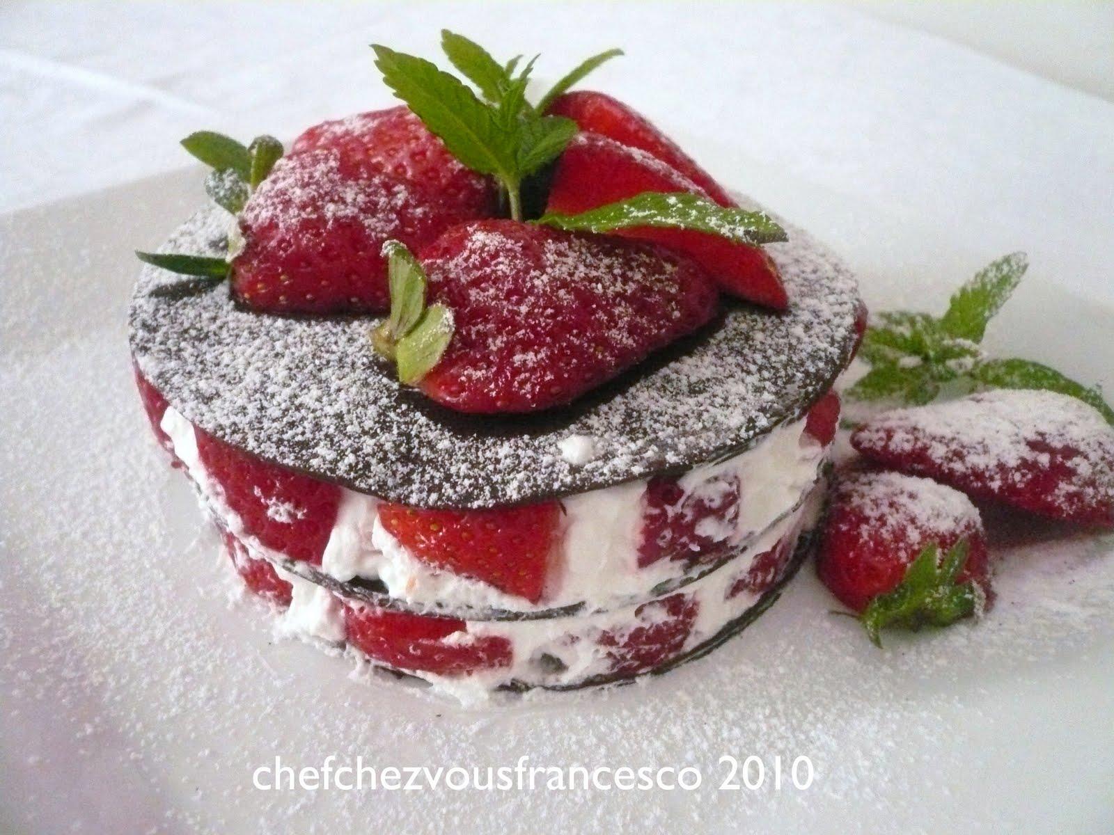 Chefchezvous millefoglie al cioccolato con panna e fragole for Decorazione torte millefoglie