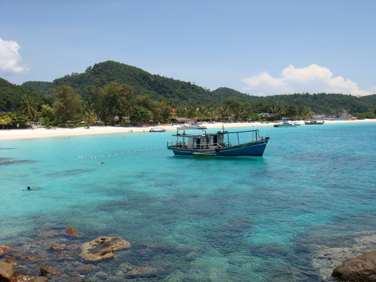 pulau redang Hen translated from bahasa malaysia, pulau lang tengah means an eagle resting on the middle island pulau lang tengah is between pulau perhentian and pulau redang.