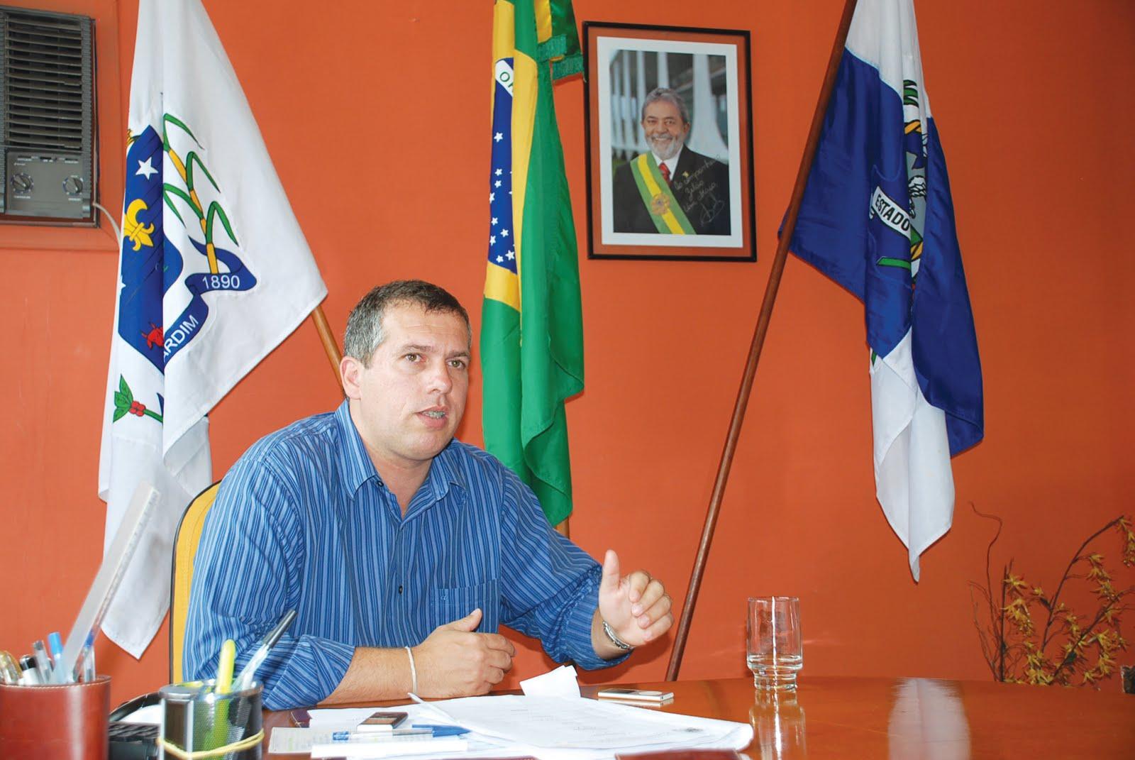 festa em silva jardim: Zelão faz balanço do governo e anuncia mais obras em Silva Jardim