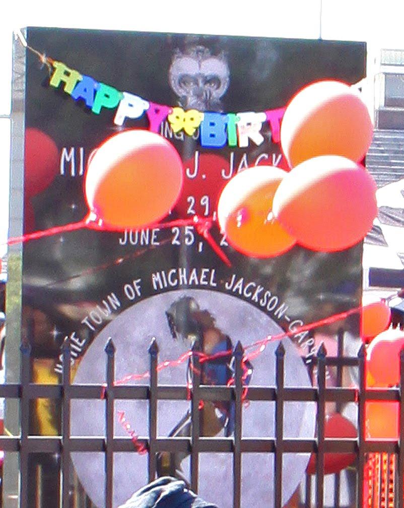 Gary planea 4 días de celebraciones de cumpleaños de Michael Jackson IMG_1300Cake_003