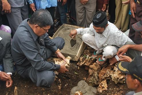 Letakkan Batu Pertama MTs Bantea Sjafei Kahar Disambut Slawat Badar