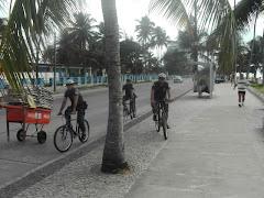 Os GCMs do GAT na Av. Beira Mar em Piedade garantindo a tranqüilidade dos turistas e munícipes.
