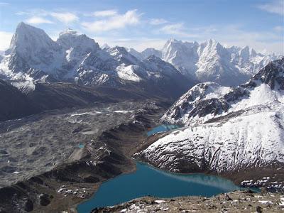 http://2.bp.blogspot.com/_RU0hAgagom4/S6KtVVNoVEI/AAAAAAAAAYs/oeib7dClsGM/s400/nepal-himalaya+(1).jpg
