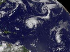 NASA Satellitenfotos Hurrikan DANIELLE und Tropischer Sturm EARL, 2010, aktuell, Atlantik, Danielle, Earl, Hurrikanfotos, Hurrikansaison 2010, Hurrikan Satellitenbilder, NASA,