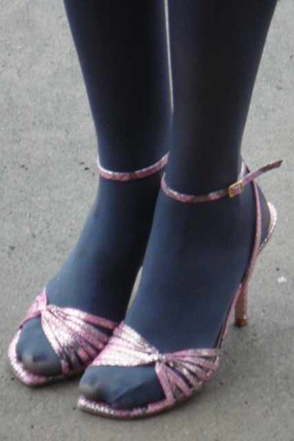 How To Wear Peep Toe Shoes With Tights