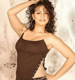 hot Tanisha Mukherjee pictures