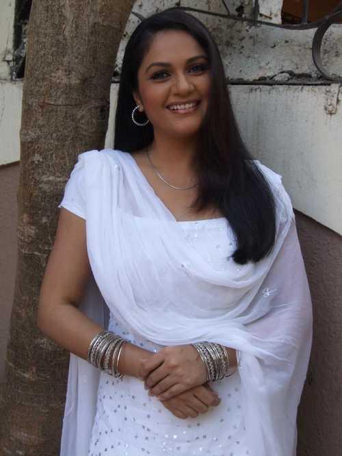 Telugu Actress Hot Pics: Gowri-pandit Hot Photos Videos ...