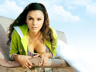 hot Sherlyn Chopra pictures