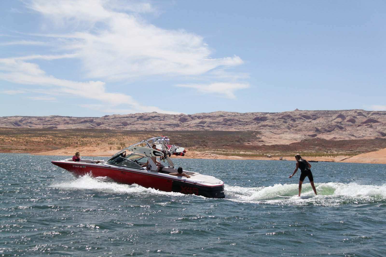 how to get a boat to lake hillier