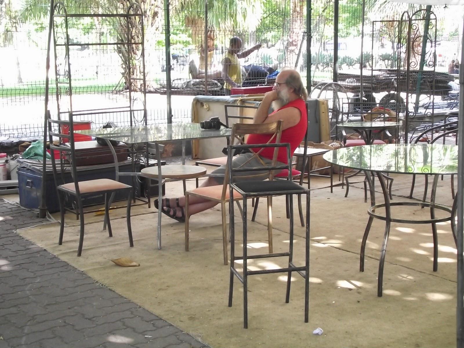 Artes da Feira Hippie de Ipanema: Móveis em ferro e madeira reciclada #9F2C38 1600x1200