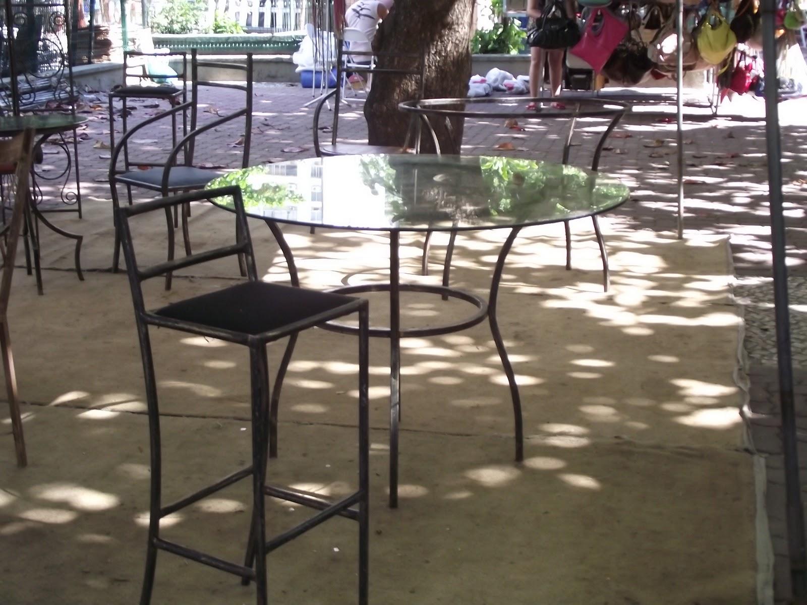 Artes da Feira Hippie de Ipanema: Móveis em ferro e madeira reciclada #7D6F4E 1600x1200