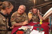 Il Gen. C.A. VALOTTO, presso Villaggio Italia,assiste alle trasmissioni di Radio West