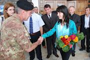 Un momento della cerimonia, in presenza delle autorità civili, militari e religiose