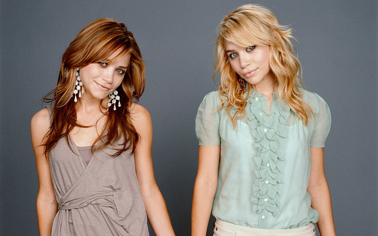http://2.bp.blogspot.com/_RbzRGgOKLTM/TK9w80awB7I/AAAAAAAAAOk/WmQU9KnYZxc/s1600/Mary-Kate-Ashley-mary-kate-and-ashley-olsen-758984_1280_800.jpg
