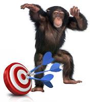 mono-tirando-dardo