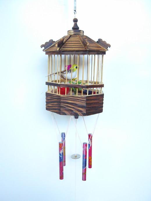 2. นกอัจฉริยะ 1 คู่ พร้อม กรงนก ขนาด กว้าง 10 ซม. สูง 15 ซม.  ราคา  199 บาท.  กรุณาสั่งจองล่วงหน้า