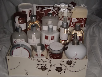 Beautiful ***Brand New*** 18 Piece Bath and Body Gift Set