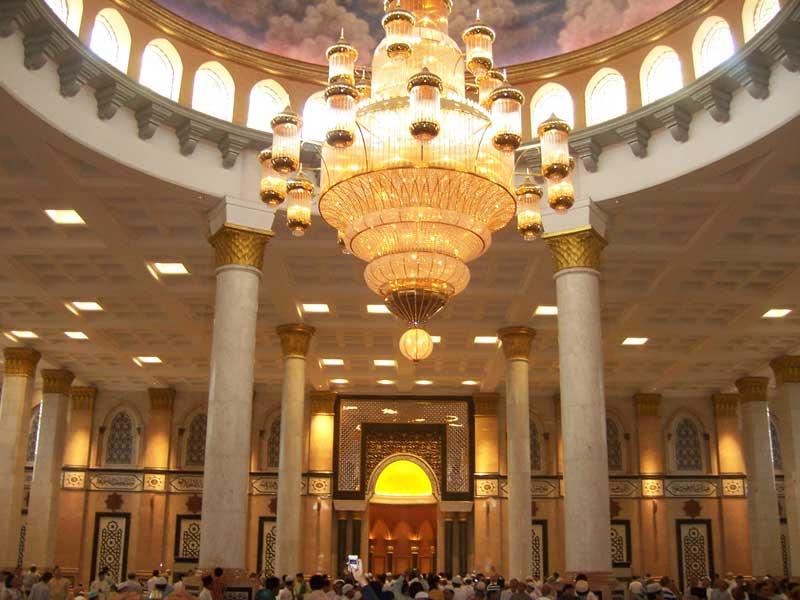 [Image: masjid+kubah+emas+bagian+dalam.jpg]