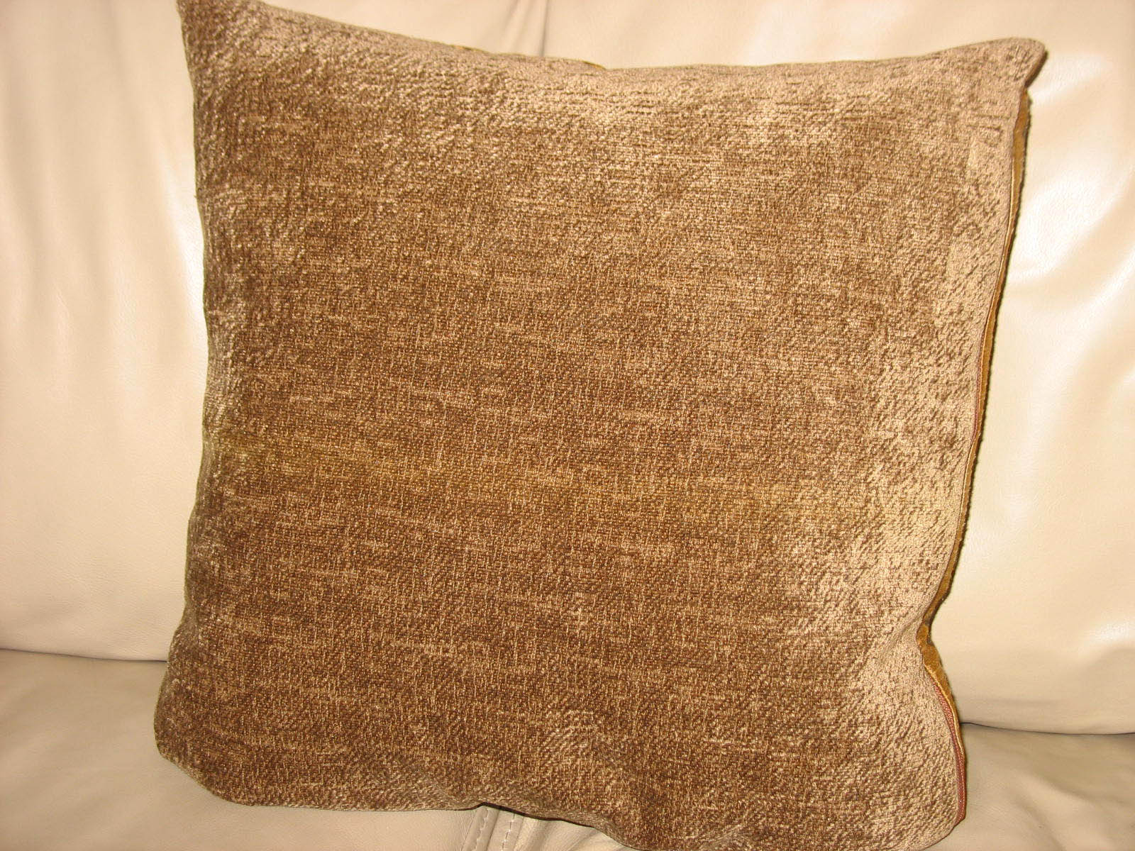 Homemaker Remodeled: TP: Throw Pillows, Custom but Cheap