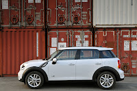 MINI Cooper Countryman side