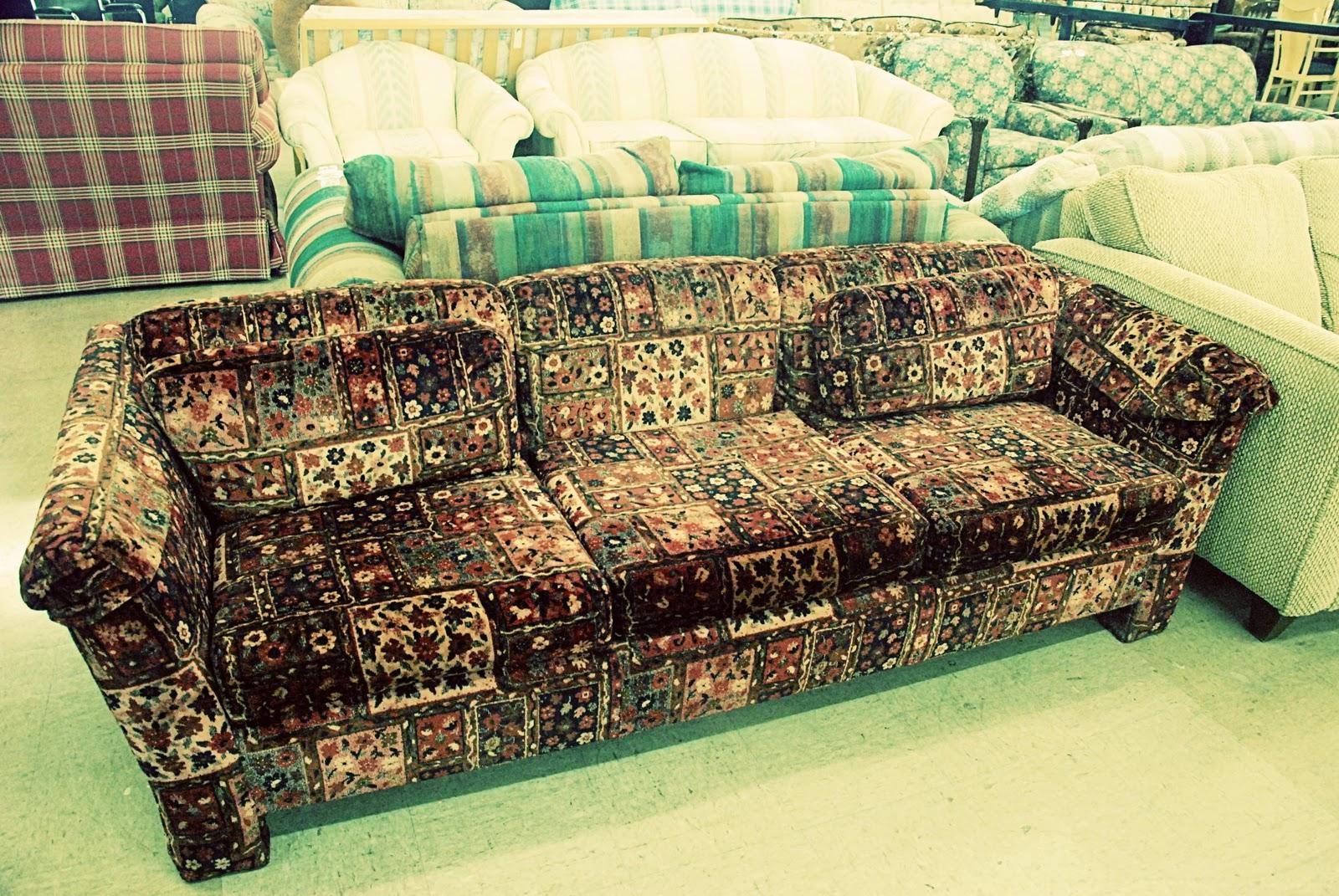 http://2.bp.blogspot.com/_RjVscSWW_oY/TUTkM2-HjWI/AAAAAAAAAgA/2KLs5NejBbw/s1600/gypsy+couch.jpg