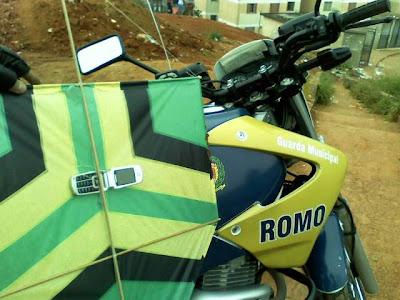 ROMO COMANDO/GCM SANTO ANDRÉ LOCALIZA PIPA COM CELULAR QUE SERIA INTRODUZIDO NO CDP PALMARES