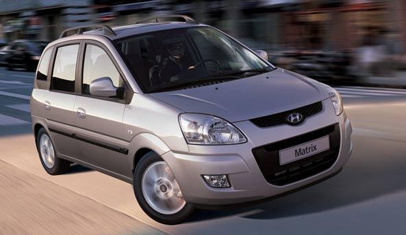 A la caza de nuevo tractomotor (Hyundai Matrix 1.5CRDi) Frontal_Lateral_Hyundai_Matrix_2010_1