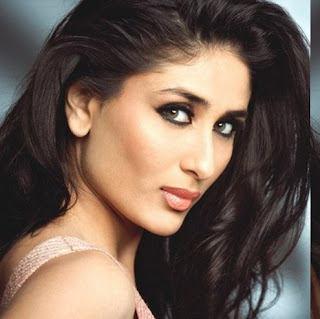 Kareena Kapoor Hot Smiling Photos