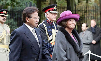 Beatrix and Musharaf in The Netherlands