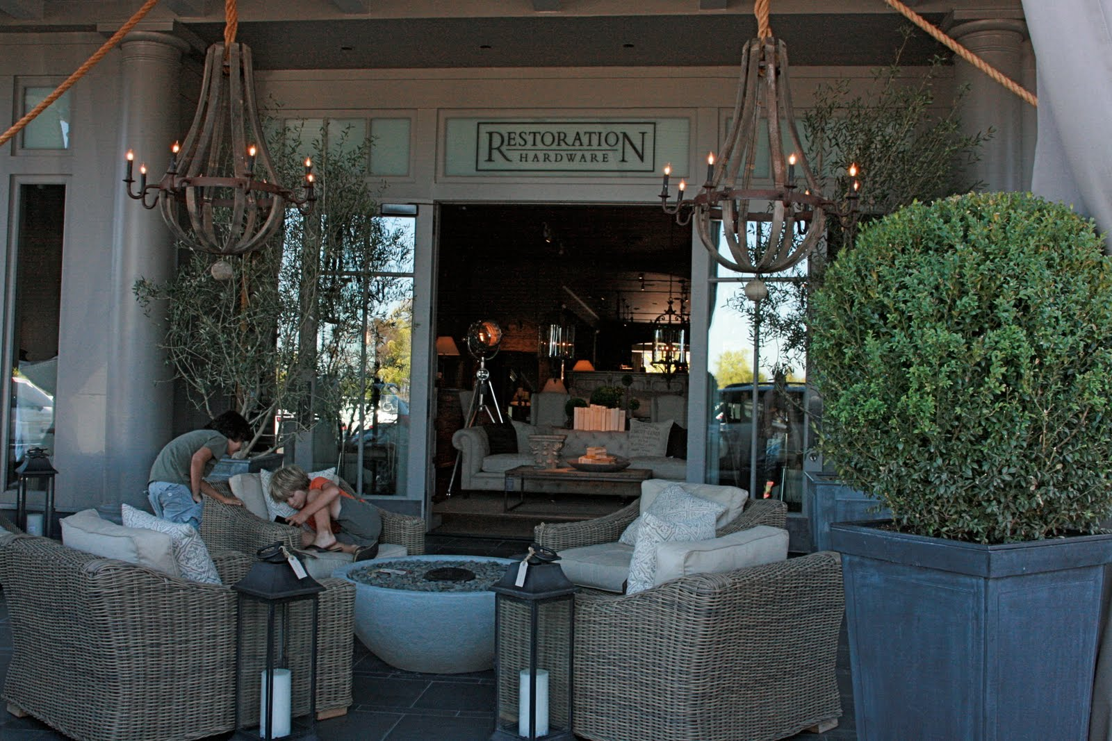 Vignette Design A Visit To Restoration Hardware 39 S Flagship Store