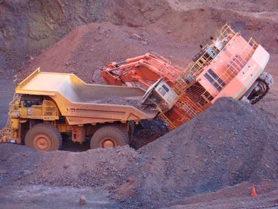 5500 Dump Truck >> Mining Mayhem: May 2009