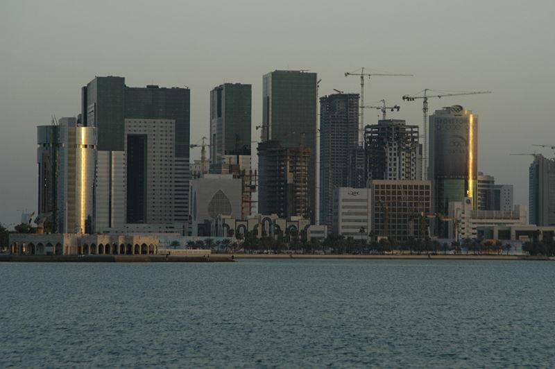 [800px-Constructing_Doha]