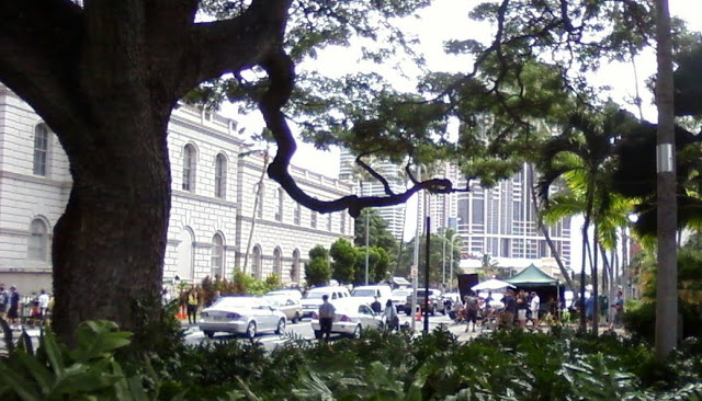 The scene was being filmed on Queen Street between Punchbowl and Mililani  Episode 6.11 - Happily Ever After - Set Report and Photo