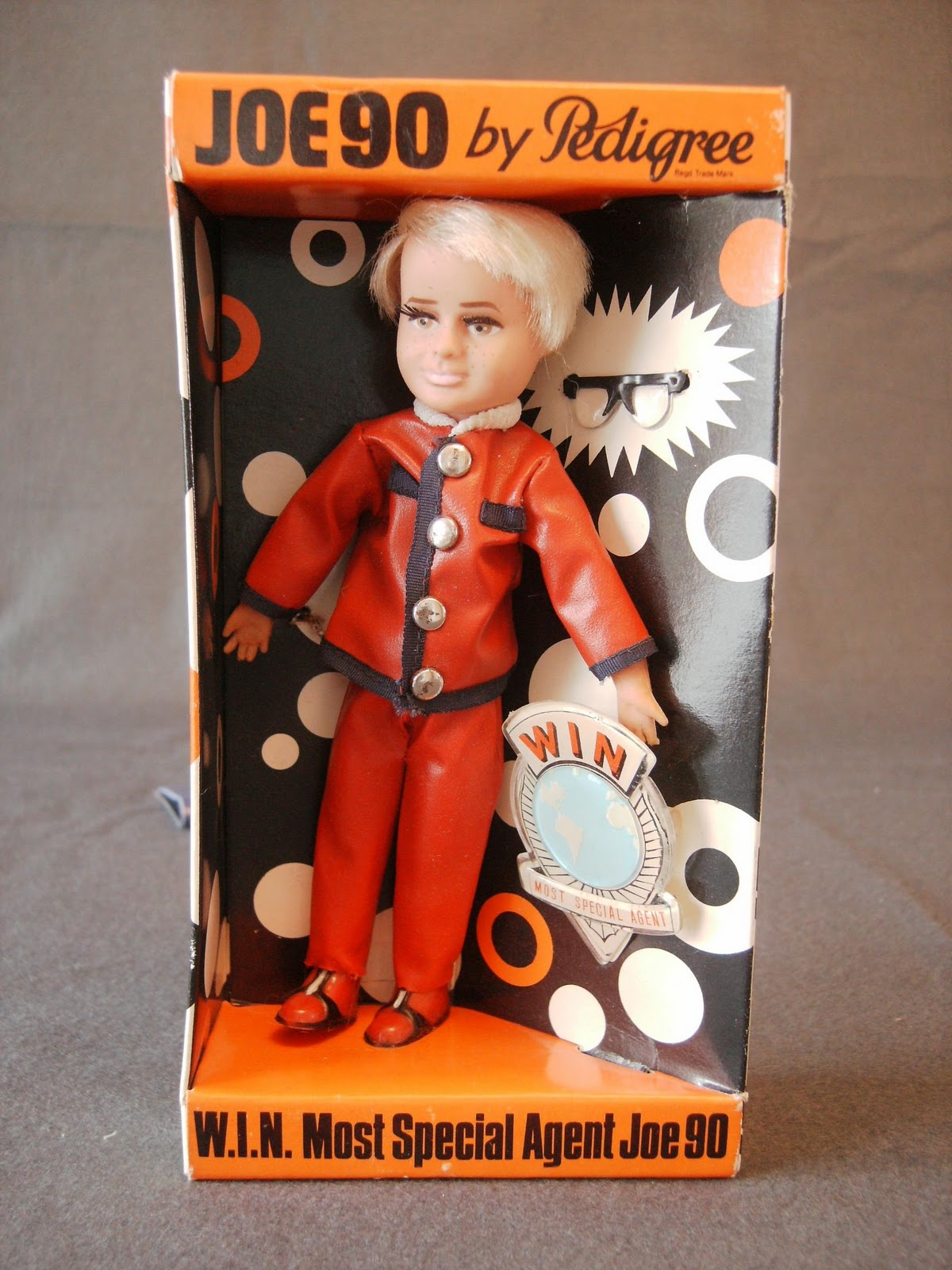 http://2.bp.blogspot.com/_RsCCizsWvNw/TKQ7bqWZZ1I/AAAAAAAALAI/ukJQFfRz_BU/s1600/jim+joe+90+doll.jpg