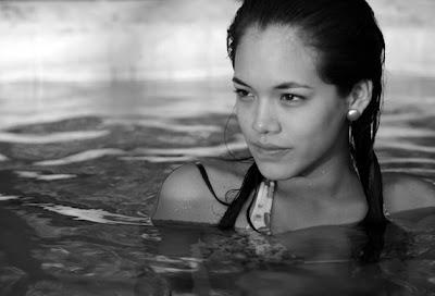 Jazmín Pinedo en el agua
