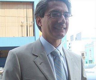 Federico Salazar casi de perfil