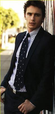 James Franco vestido con terno muy elegante