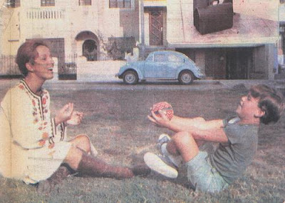 Regina Alcóver jugando con su hijo Gian Marco