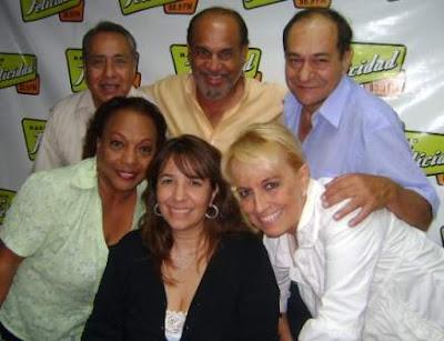 Regina Alcover con sus amigos de la radio
