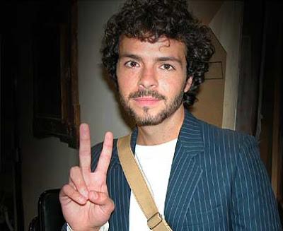 José María Torre saludando a su estilo