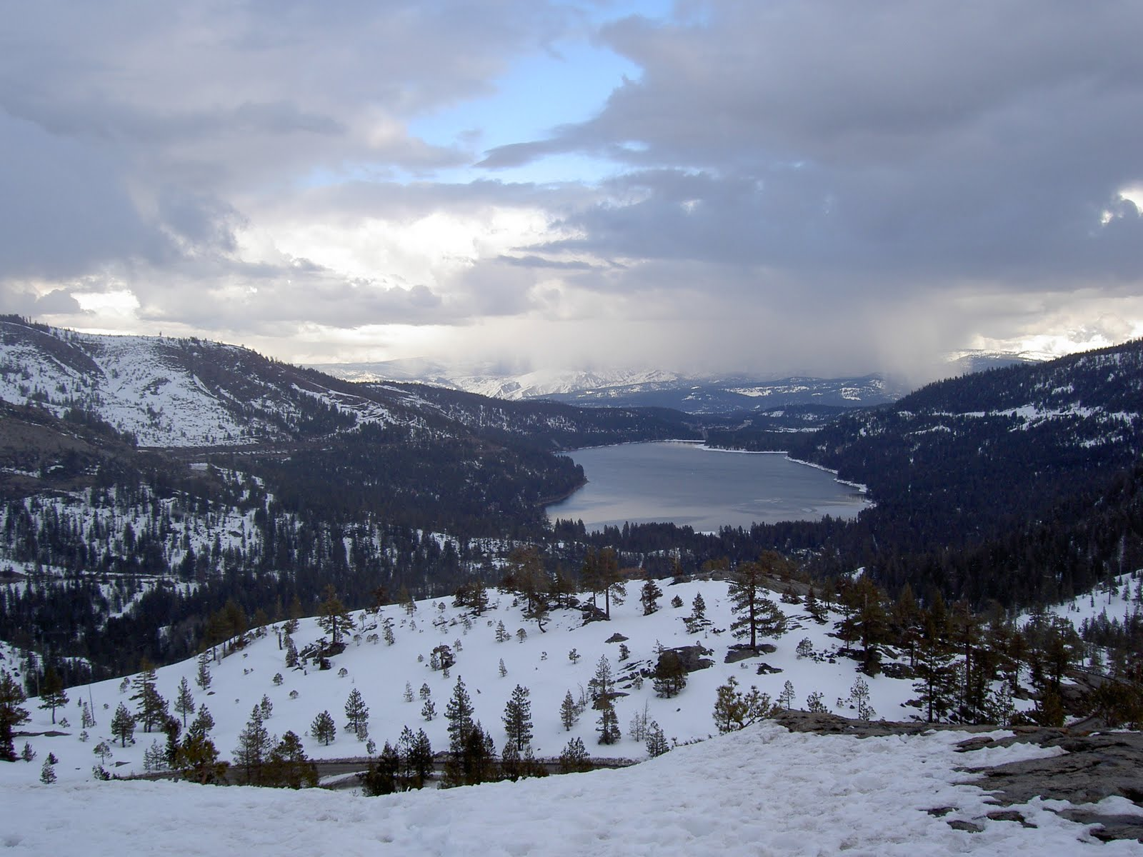 [Donner Pass toward Donner Lake.jpe]