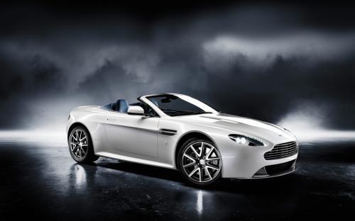 Aston Martin V12 Vantage White. Aston Martin V8 Vantage S