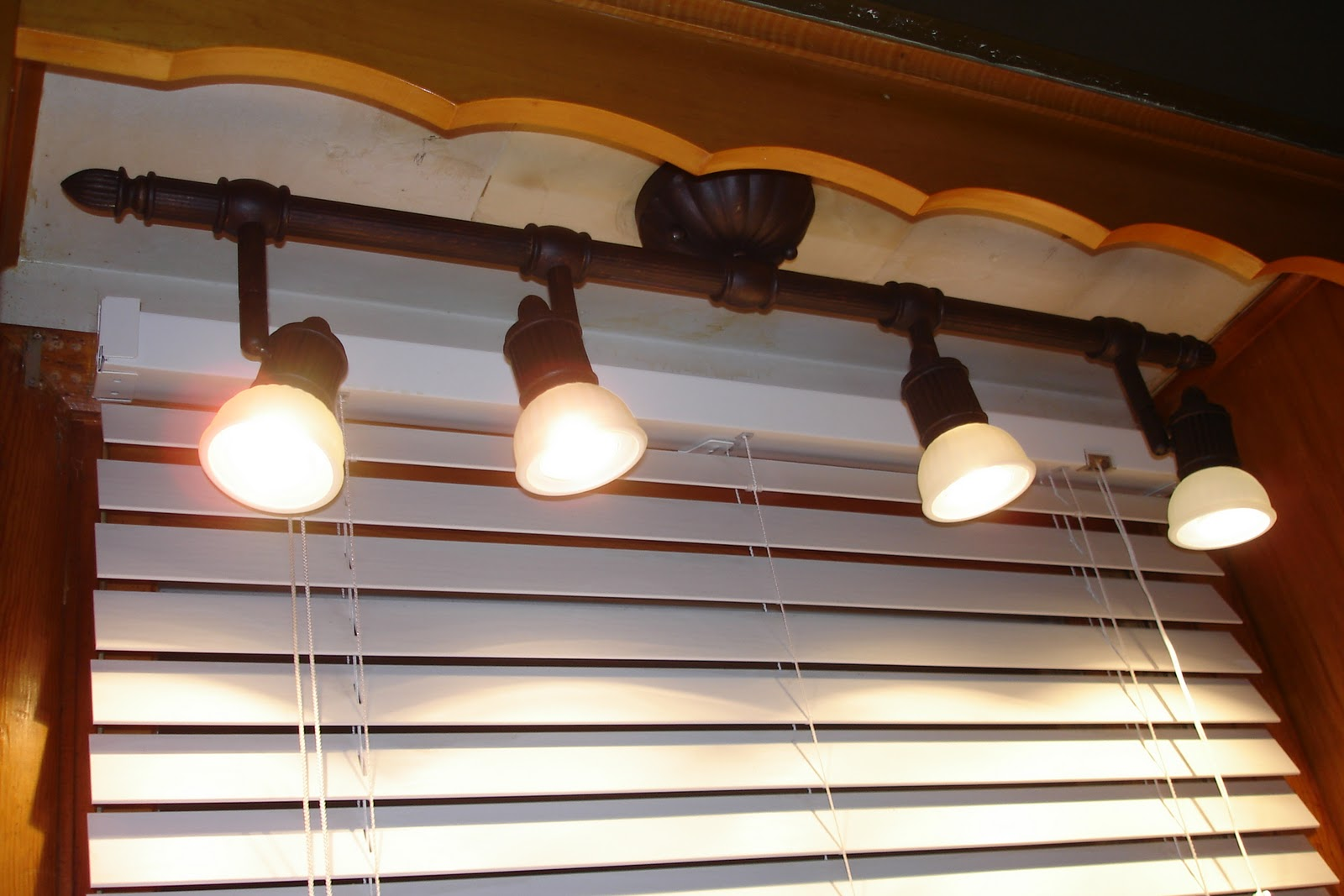Brilliant Kitchen Sink Light Fixtures 1600 x 1067 · 173 kB · jpeg