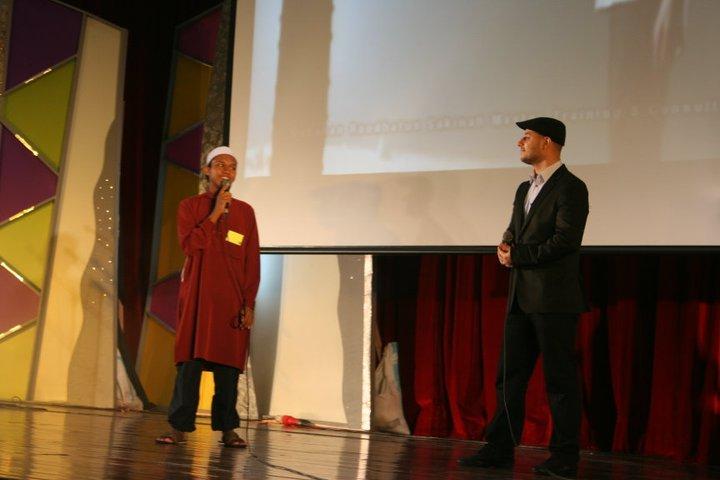 Sesi temuramah antara Maher Zain dan salah seorang peserta program