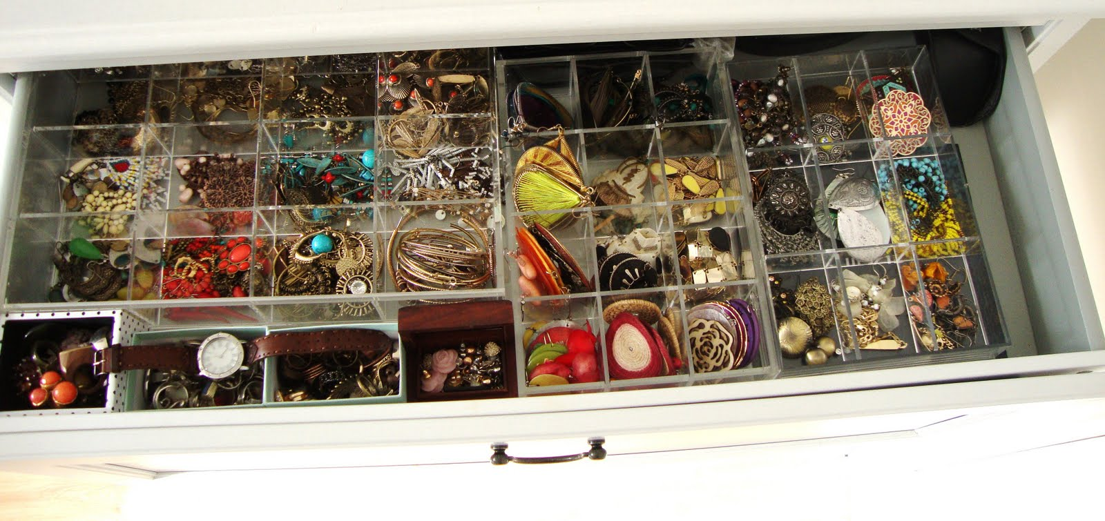 Ikea Aspelund Wardrobe Inside ~ have used acrylic dividers from Muji for all of my earrings They