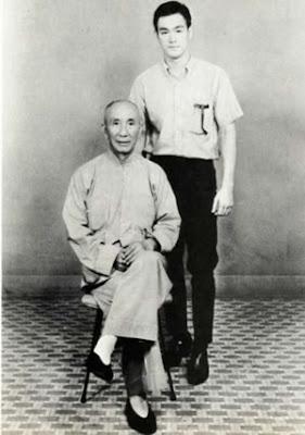Fotografía del Maestro Yip Man con Bruce Lee