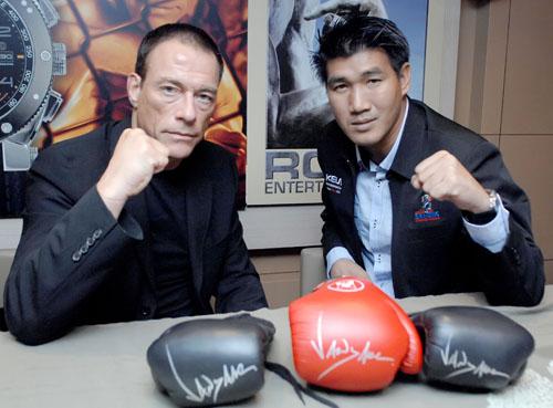 Jean Claude Van Damme Vs Somluck Kamising - K1 2011