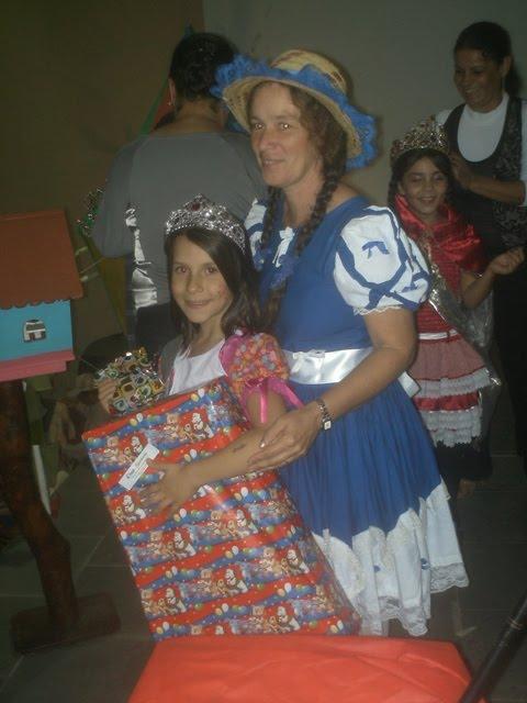 Nossa princesa com a catequista Izabella da pré catequese!!!